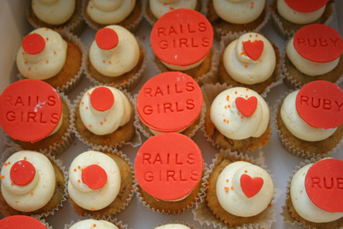 Rails Girls cupcakes & macarons vol 2 :)